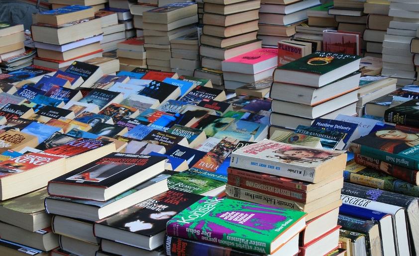 Kiedy najchętniej kupujemy książki, płyty i filmy?