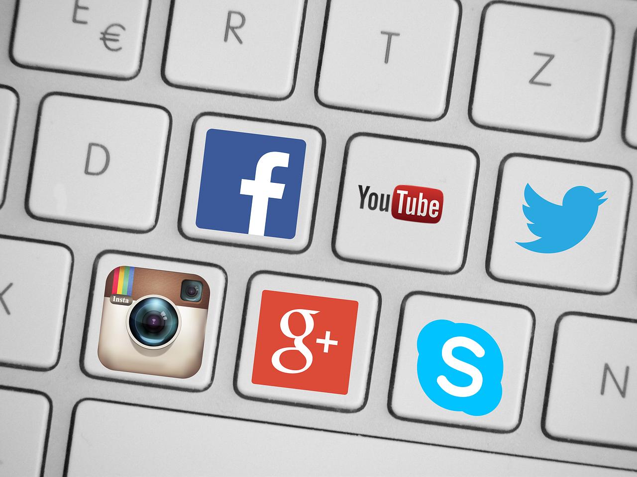 Coraz bardziej dzielimy się swoim życiem w Internecie