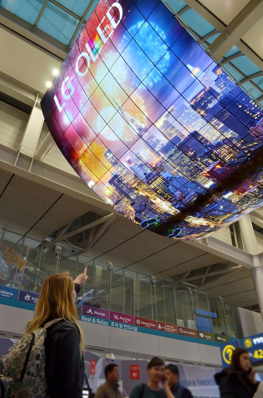 Największe naświecie wyświetlacze OLED