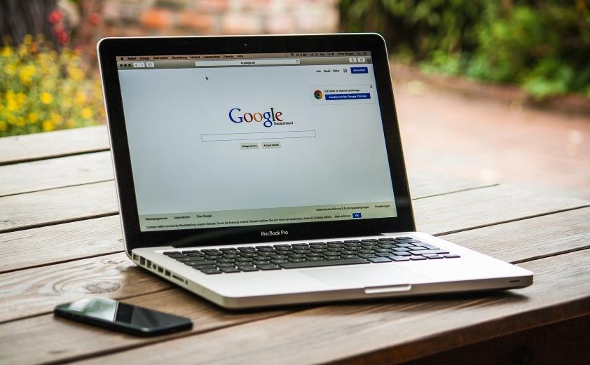 Wyszukiwarki firm i usług konkurują z Google