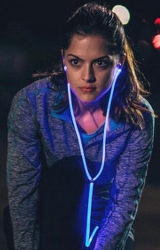 Świecące słuchawki dla nocnych biegaczy