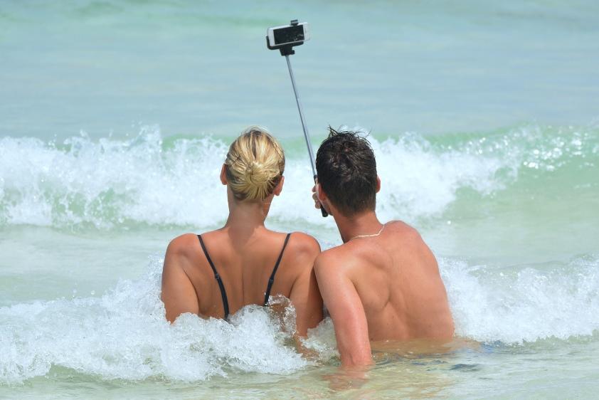 57% Polaków zabiera smartfon na wakacje