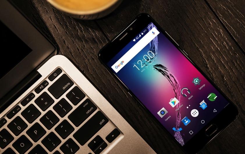 Smartfon dla mobilnych fotografów