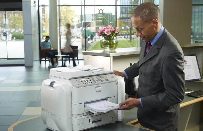 Papier kontra ekran, czyli dlaczego wciąż doceniamy drukowanie